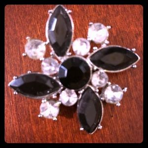 Jewelry - 5/$10 Item 🎉 Black and Rhinestone Brooch